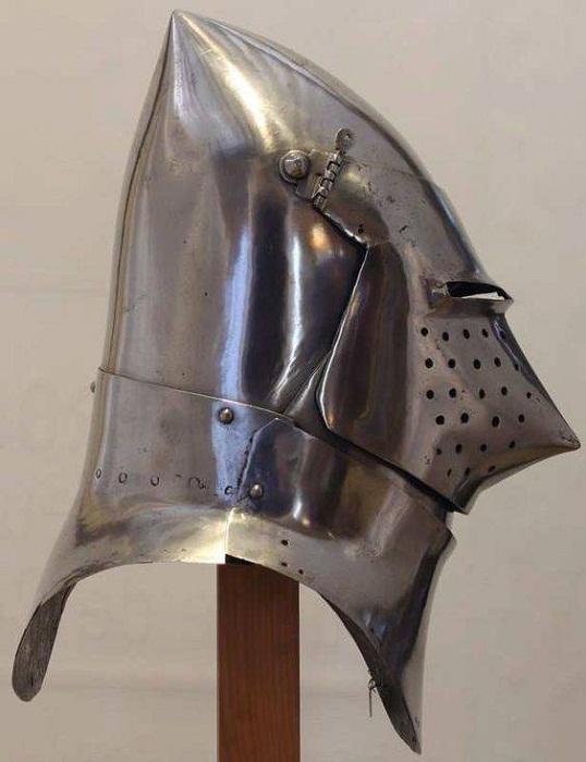 Шлема с кольчужной бармицей.